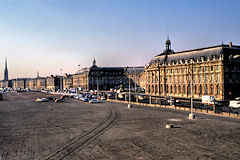 Bordeaux années 1990 le parking des quais et la place de la Bourse | Photo Bernard Tocheport