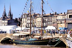 Bordeaux 1990 un concurrent de la Cutty Sark quai des Chartrons | Photo Bernard Tocheport