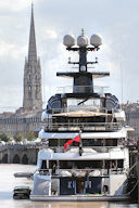 Yacht Kismet à Bordeaux face à la flèche Saint Michel | Photo Bernard Tocheport
