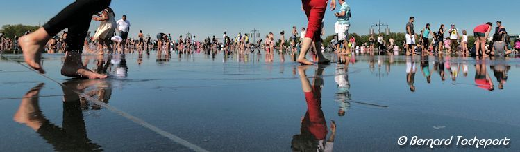 Bordeaux reflets sur la dalle du miroir d'eau | Photo Bernard Tocheport
