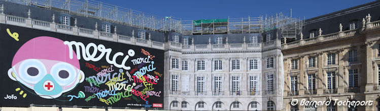 Bordeaux place de la bourse : Fresque JOFO Merci | Photo Bernard Tocheport
