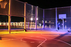 Bordeaux : spots colorés pour le terrain de basket ball