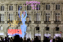 Projection Bordeaux Fête le vin sur la façade de la bourse | Photo Bernard Tocheport