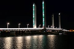 Pont Jacques Chaban Delmas illuminé : vert marée basse -  photo 33-bordeaux.com