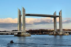 Pont Chaban Delmas en position haute -  photo 33-bordeaux.com