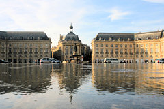 Ondulations sur l'eau du miroir -  photo 33-bordeaux.com