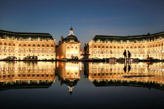 Vision nocturne du miroir d'eau -  photo 33-bordeaux.com